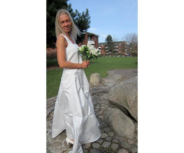 d8641f2a Brudekjole, BB Unika-design, str. 36 Yndig, meget enkel brudekjole ...