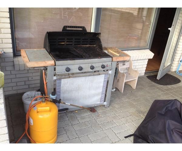 Billig Gasgrill Med Lavasten : Gasgrill gas gril med 4brænder og med gasflasker