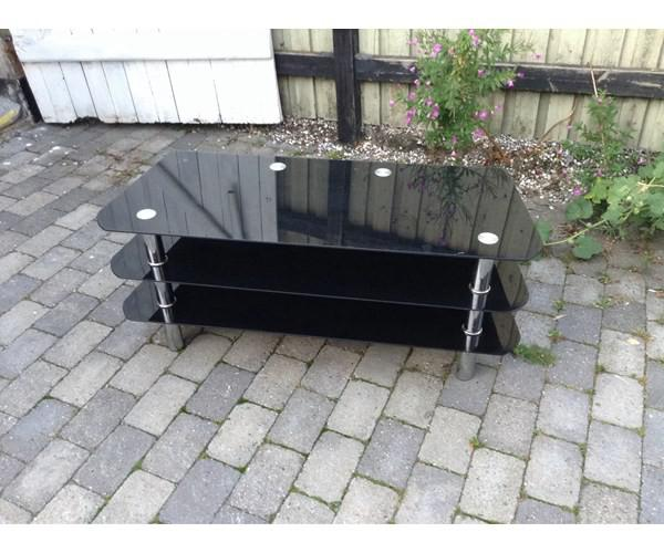 Ryddig Tv bord, Jysk, aluminium, b: 50 l: 120 h: 52 Fint glas tvbord. VW-25